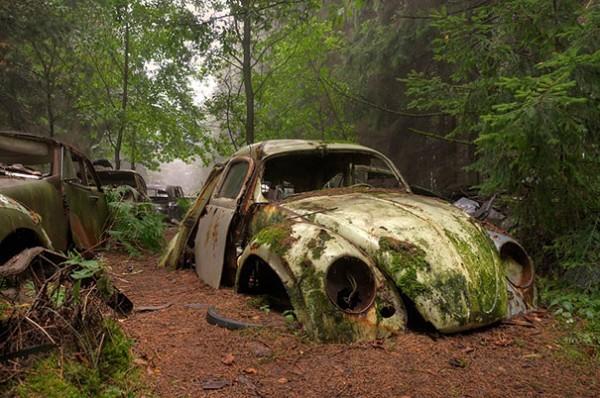 Νεκροταφείο αυτοκινήτων στο Σατίλιον του Βέλγιου