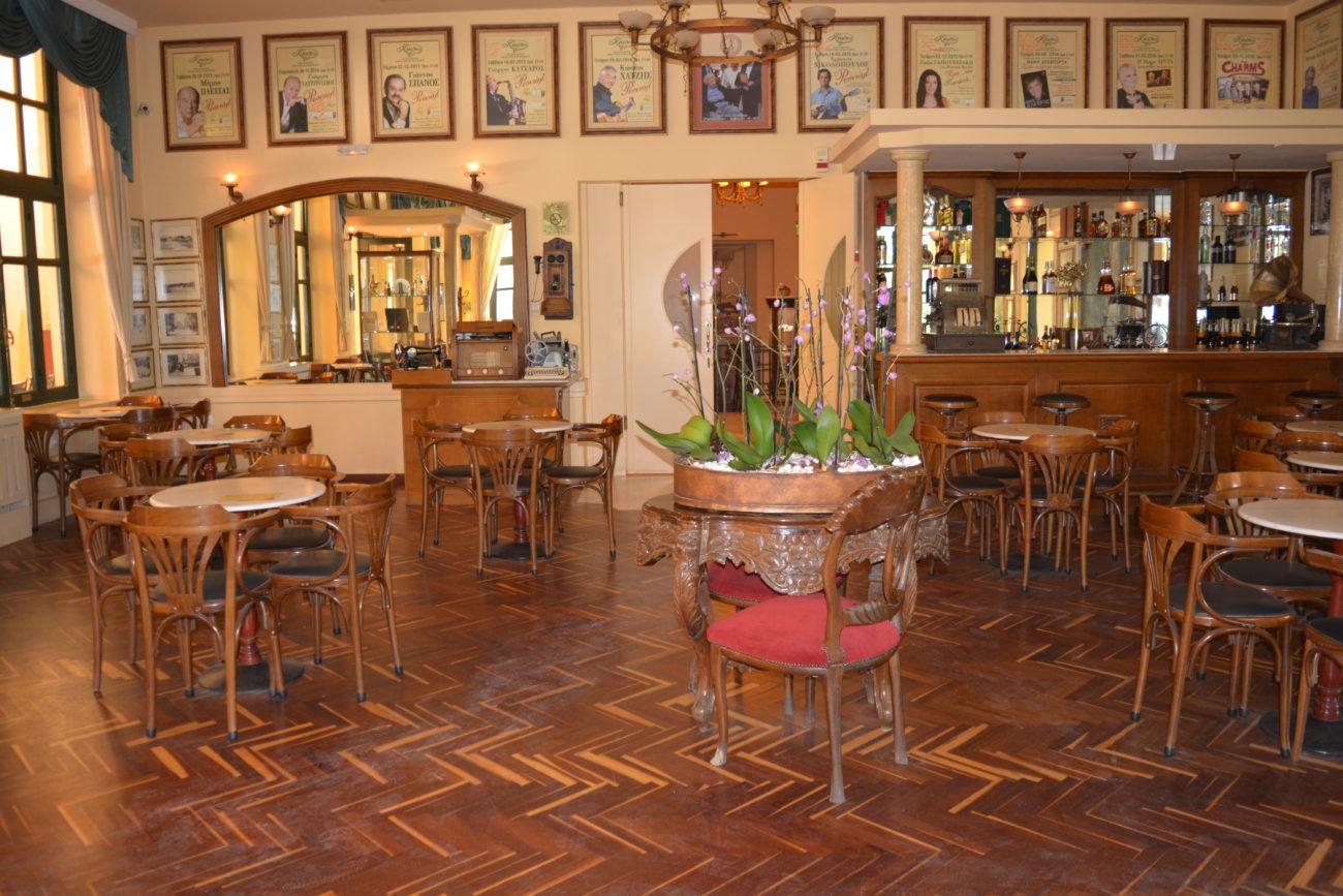 Στο Καφενείο με τις μνήμες των Χανίων (της Μ. Μεταξά)